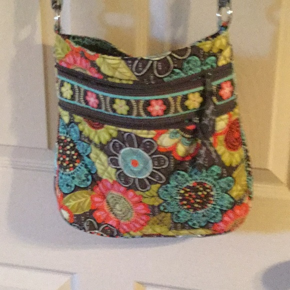 454267767 Vera Bradley, Triple Zip Crossbody Flower Shower. M_5bddd4b1f63eeafb18353519